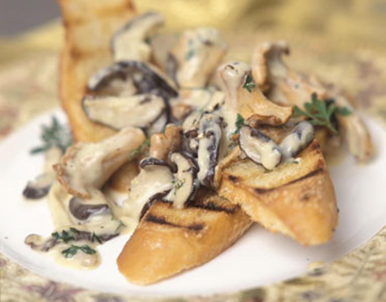 Tartines aux champignons sauvages et au Cashel Blue