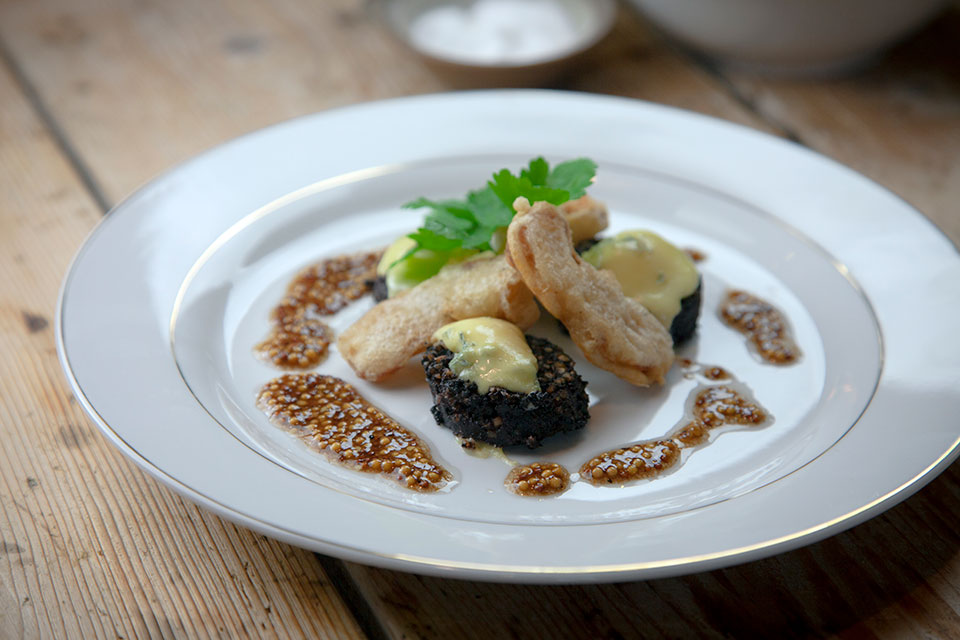 Cashel-Blue-Black-Pudding-and-Battered-Apple-Starter