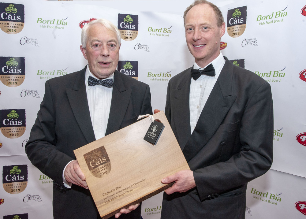 Class 8: Sheep's Cheese – Winner: Shepherd's Store produced by Cashel Farmhouse Cheesemakers. Michael Horgan (left) presenting the award to Louis Clifton Brown. Pic: Brian Lougheed